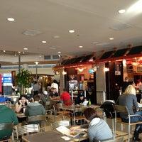 Photo prise au MDW Foodcourt par C W. le3/25/2012