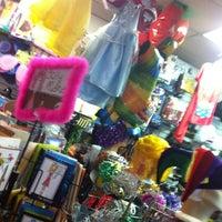 Photo prise au One Stop Party Shop par Christian A. le7/1/2012