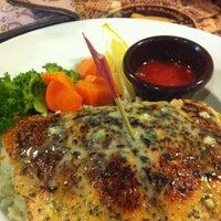 Foto tirada no(a) The Manhattan Fish Market por rheanne thea s. em 9/6/2012