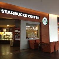 Снимок сделан в Starbucks пользователем Anutks 6/30/2012
