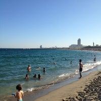Foto tomada en Playa de la Mar Bella por Evgeny S. el 7/18/2012