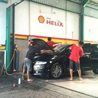 Photo taken at Pilar Tidar Car Wash by Himawan s. on 8/1/2012
