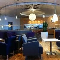 Foto diambil di Menzies Business Lounge oleh Andreas E. pada 2/26/2012
