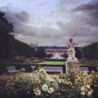 Foto tirada no(a) Jardin du Palais Royal por melissa w. em 7/5/2012