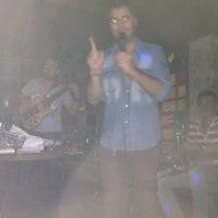 9/8/2012 tarihinde Fundaziyaretçi tarafından Çapkın Bar'de çekilen fotoğraf