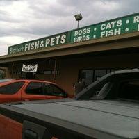 Foto tirada no(a) Brothers Pets por Bonnie P. em 5/12/2012