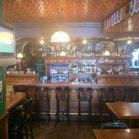 Снимок сделан в Mollie's Irish Pub пользователем Max 8/24/2012