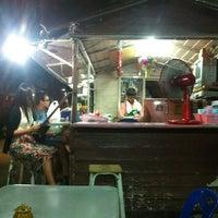 Photo taken at ร้านกุ๊กกิ๊ก อาหารตามสั่ง by Kai E. on 4/27/2012
