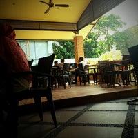 Photo taken at The Coffee Bean & Tea Leaf by Adiantama on 6/20/2012