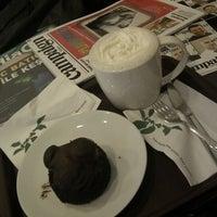5/9/2012 tarihinde Yavuz K.ziyaretçi tarafından Starbucks'de çekilen fotoğraf