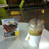 รูปภาพถ่ายที่ Zana's Bean Coffee โดย Suparerg W. เมื่อ 2/2/2012