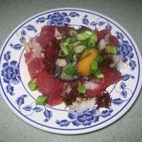 Foto tomada en Helena's Hawaiian Food por Michael C. el 9/8/2012