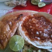 Foto tomada en Tacos Juan por Muro el 8/16/2012