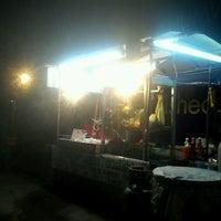 Photo taken at อาหารตามสั่ง (เจ้อ้วนเจ้าเก่า) by อรุโณทัย แ. on 8/22/2012