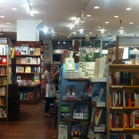 Photo prise au McNally Jackson Books par Barion G. le8/22/2012