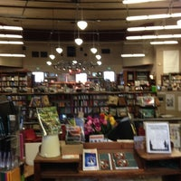 Photo prise au Tattered Cover Bookstore par Juli D. le9/1/2012