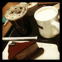 Photo taken at A TWOSOME PLACE by 아미 A. on 2/17/2012