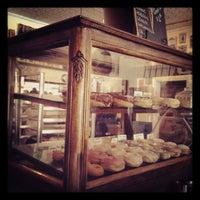 รูปภาพถ่ายที่ Dun-Well Doughnuts โดย dawn h. เมื่อ 7/21/2012