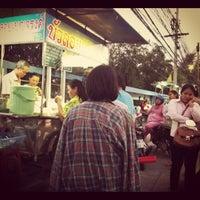 Photo taken at บัวลอยเบญจรงค์ by So-Da Z. on 2/9/2012