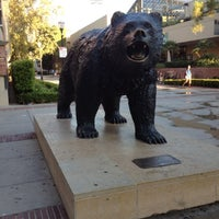 รูปภาพถ่ายที่ UCLA Bruin Statue โดย Uriel เมื่อ 7/20/2012