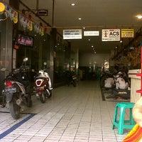 Photo taken at Dealer Honda Prioritas Makmur Sejahtera by Yanni T. on 6/23/2012