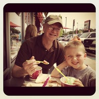 Photo taken at Menchies Frozen Yogurt by John O. on 4/21/2012