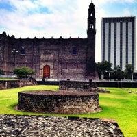 Foto tomada en Zona Arqueológica Tlatelolco por Paola R. el 6/7/2012