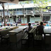 Photo taken at โรงเรียนสหะพาณิชย์ by BëwTy S. on 2/4/2012