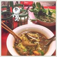 Photo taken at ก๋วยเตี๋ยวไก่ตุ๋น,หน้า 7-11 ปูเป้ by E C. on 5/24/2012