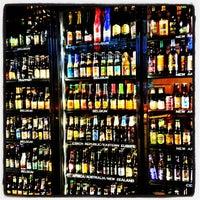 Foto scattata a World of Beer da Lisa B. il 9/4/2012