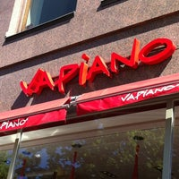 Photo taken at Vapiano by Mari 🍉 L. on 6/22/2012