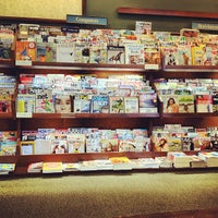 Photo taken at Barnes & Noble by Alberto Lempira G. on 9/10/2012