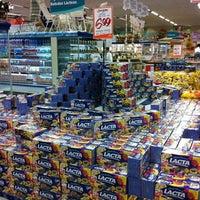 Foto tirada no(a) Supermercado Angeloni por Theo P. em 4/3/2012