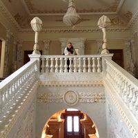 Снимок сделан в Four Seasons Hotel Lion Palace St. Petersburg пользователем Utochkina . 4/29/2012