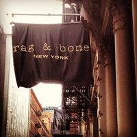 4/15/2012 tarihinde chuckdafonk F.ziyaretçi tarafından rag & bone'de çekilen fotoğraf