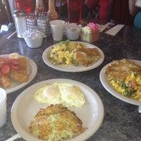 Foto scattata a Antique Row Cafe da Michelle G. il 3/4/2012