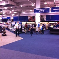 Photo taken at Best Buy by Lao R. on 5/9/2012