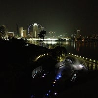 Photo taken at Marina Barrage by 🙏สตึเว่น🙏 on 9/10/2012