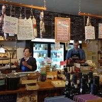 8/18/2012 tarihinde Jasmine S.ziyaretçi tarafından 24th Street Cheese Company'de çekilen fotoğraf