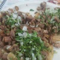 3/1/2012 tarihinde Deyvidt G.ziyaretçi tarafından Tacos Xotepingo'de çekilen fotoğraf