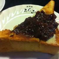 Photo taken at 珈琲屋らんぷ 津高茶屋店 by Akiko H. on 7/1/2012