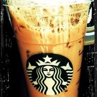 Foto tirada no(a) Starbucks por Jennifer 🎀 P. em 3/9/2012