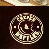 รูปภาพถ่ายที่ Crepes & Waffles โดย Karenzita V. เมื่อ 8/26/2012