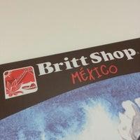 Photo taken at Oficina Britt Shop México by Roberto U. on 8/31/2012