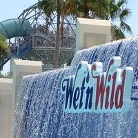 Photo taken at Wet 'N Wild by Alma J. on 7/7/2012