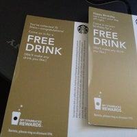 Foto tirada no(a) Starbucks por Christina T. em 8/9/2012