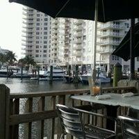 3/21/2012 tarihinde Annette K.ziyaretçi tarafından Coconuts Bahama Grill'de çekilen fotoğraf