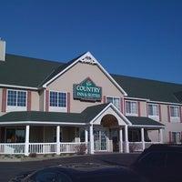 Foto diambil di Country Inn & Suites By Carlson, Little Falls, MN oleh Kathy P. pada 4/8/2012
