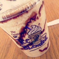 Photo taken at The Coffee Bean & Tea Leaf by Laie C. on 3/15/2012