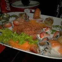 Foto tirada no(a) Sensei Lounge Sushi por Flavio P. em 5/21/2012